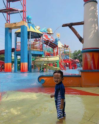Kolam Renang Splash Cibubur